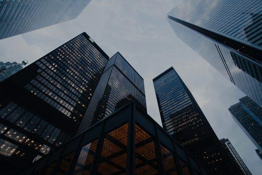 تخفيض الحد الأدنى لعدد المساهمين في الشركات المساهمة الفرنسية غير العامة (كوربوريشن)